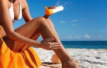 applicazione crema solare
