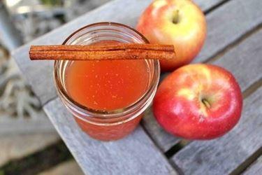 Una semplice e facile idea per un dessert gustoso, a base di mele.