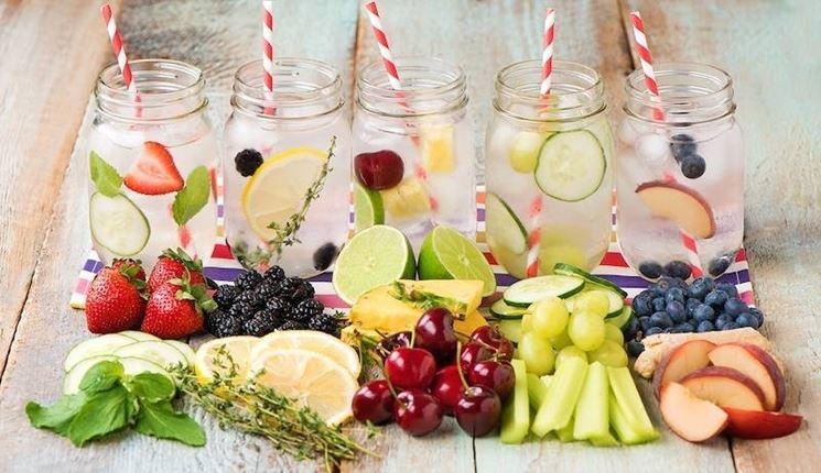 Frutta, verdura, erbe per infusi vari