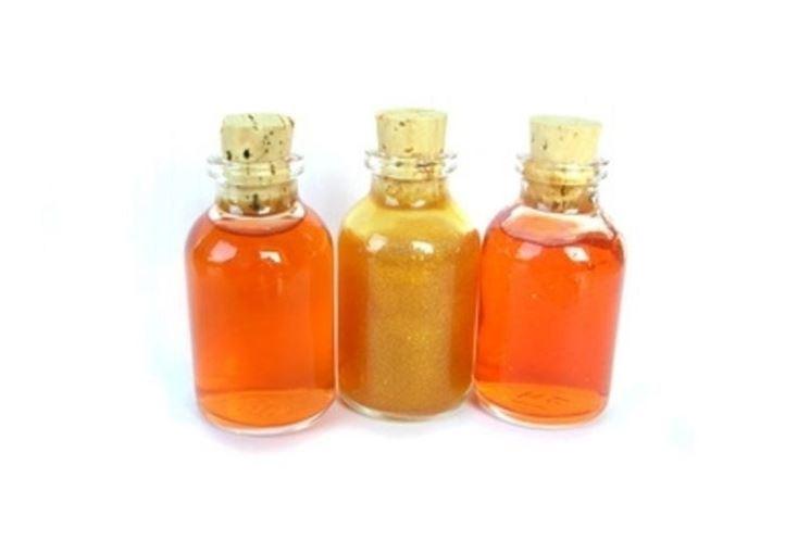 La tintura madre di salvia è un estratto dei fluidi delle foglie di salvia mescolato all'alcol.