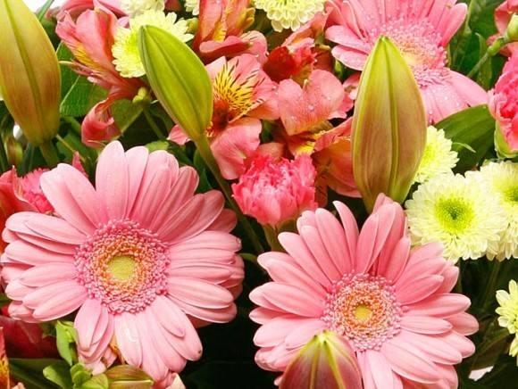 Composizione fiori finti composizione di fiori finti for Giardinaggio e fiori