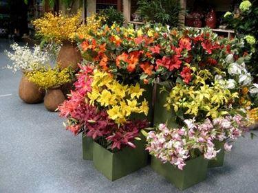 Come fare una composizione floreale con fiori artificiali