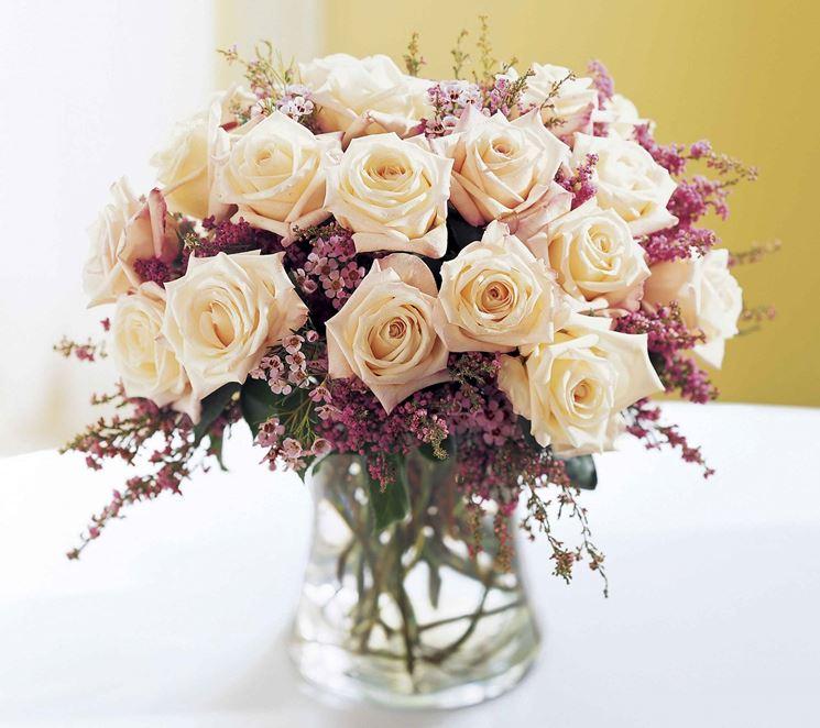 composizione floreale fiori freschi