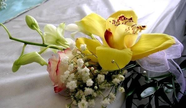 Decorazioni floreali composizione fiori - Decorazioni fiori finti ...