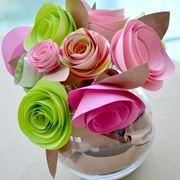 come fare le rose di carta
