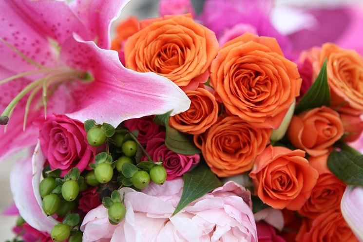 Bouquet di rose lilium e ortensia
