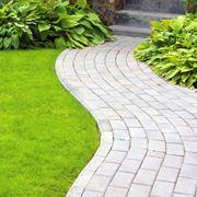 come pavimentare un giardino spendendo poco