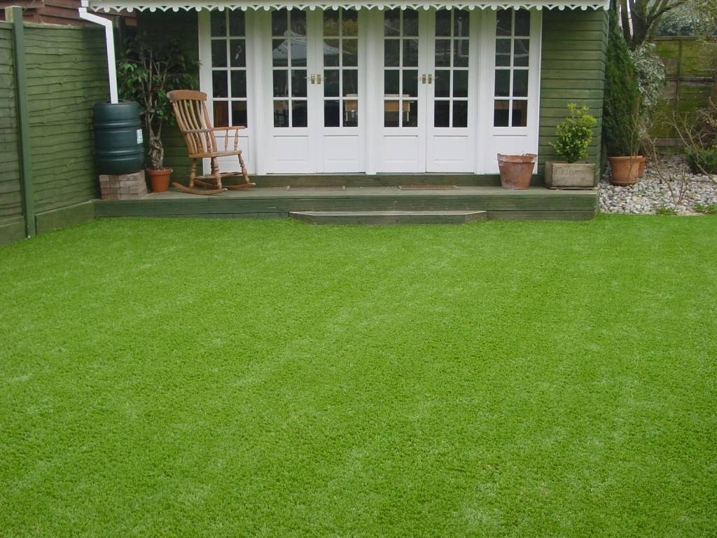 erba sintetica giardino