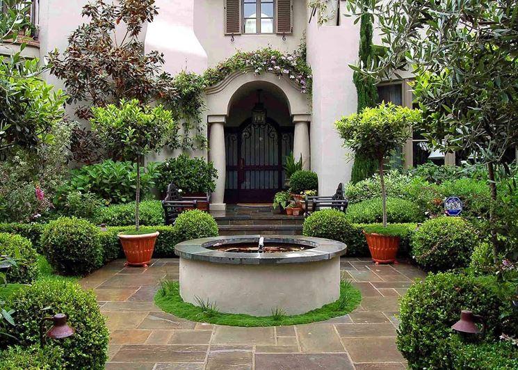 Giardino d'autore con fontana centrale