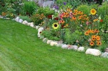 Bordure per aiuole tecniche di giardinaggio for Recinzione aiuole