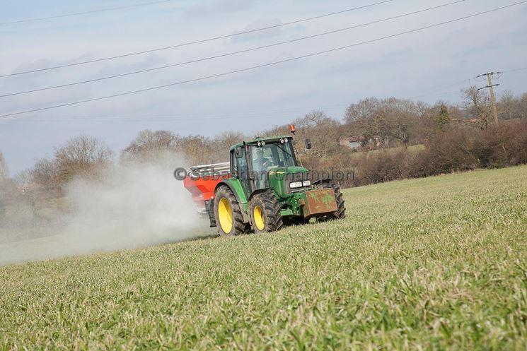 Fertilizzazione terreno zolfo