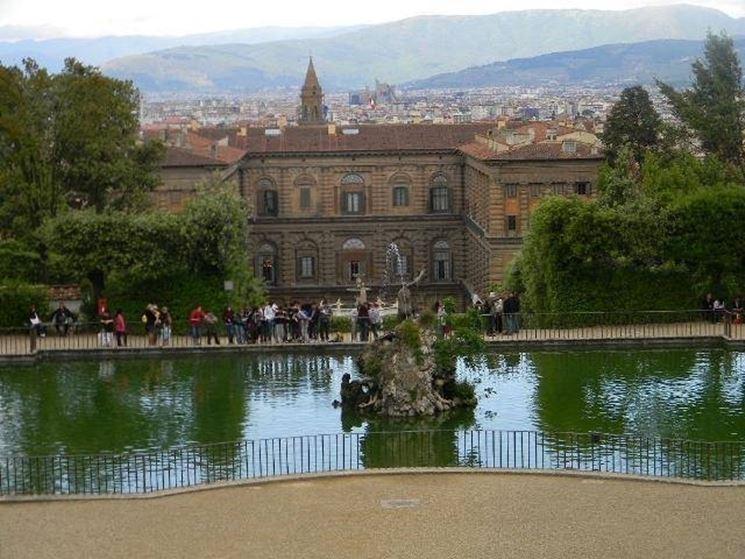 Vista di Palazzo Pitti dal giardino di Boboli