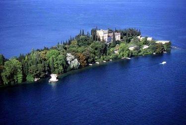 Vista dall'alto dell'isola del Garda