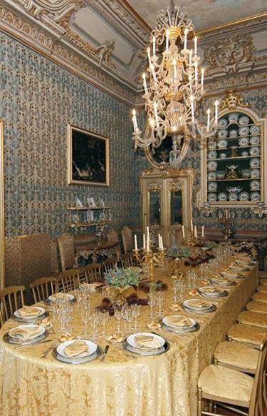 La sala da pranzo per molti ospiti