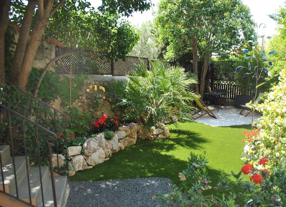 Giardini di piccole dimensioni crea giardino for Progettazione piccoli giardini
