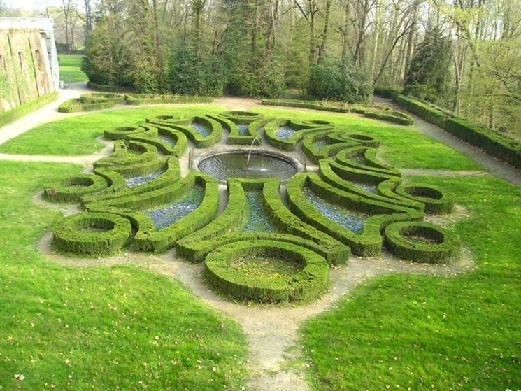 Siepi basse nel giardino al'italiana
