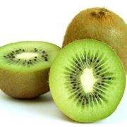 Kiwi tagliato trasversalmente.