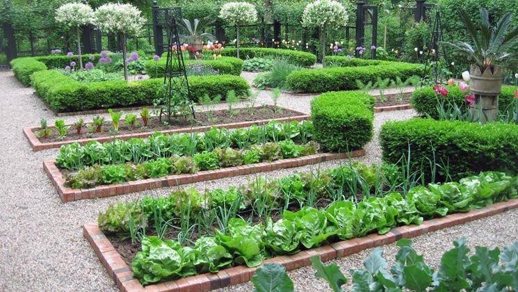 Lavori nell 39 orto ad aprile lavori del mese ortofrutta for Cosa piantare nell orto adesso