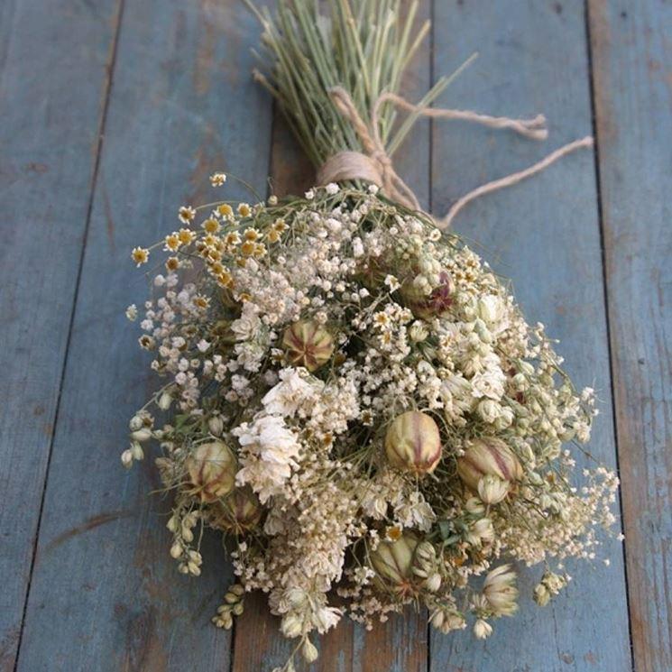 composizione di fiori secchi e profumati
