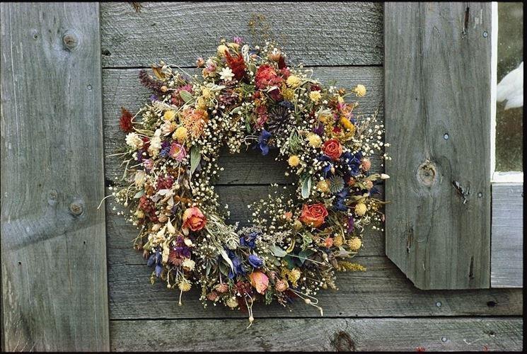 ghirlanda di fiori secchi