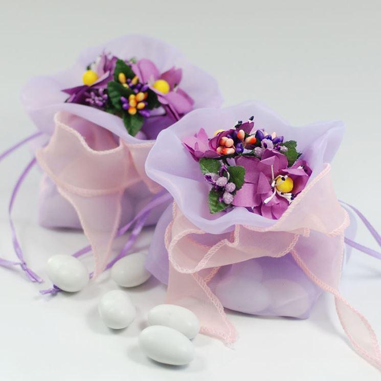 confetti e fiori finti