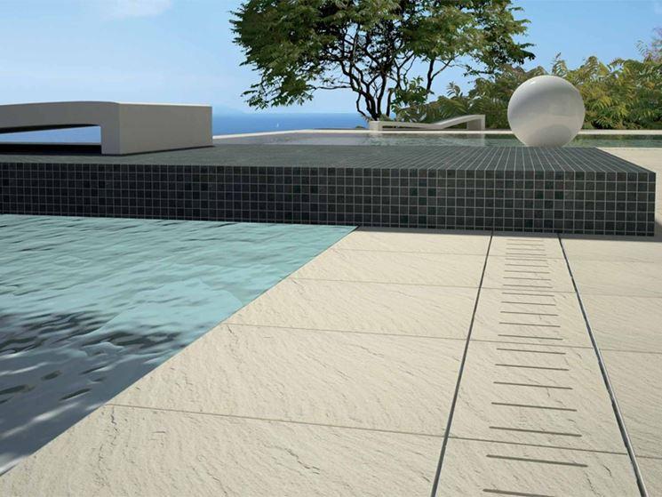 piastrelle per piscina esterna pavimento per esterni
